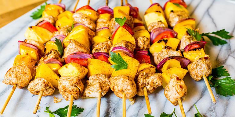 Brochette de poulet et mangue