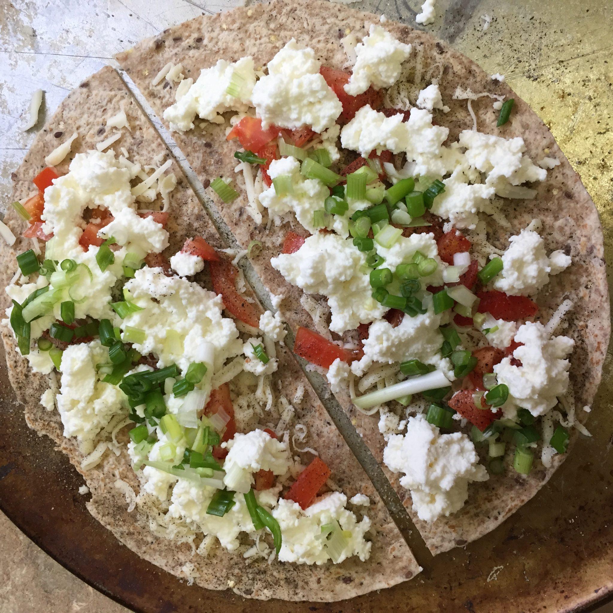 Oeuf poché à la ricotta sur tortillas